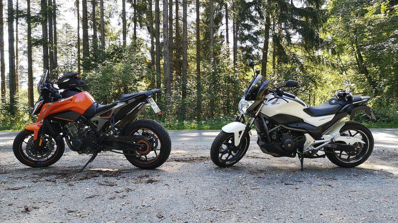 Motorrad Honda NC 700 S und KTM 790 Duke