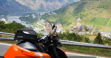 Motorrad vor Burg Cochem
